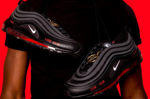 https_hypebeast.com_wp_content_blogs.dir_6_files_2021_03_mschf_lil_nas_x_nike_air_max_97_satan_shoes_human_blood_ink_666_jesus_shoe_am97_release_info_3